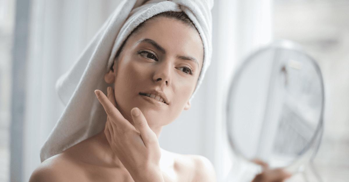 Detergere il viso correttamente